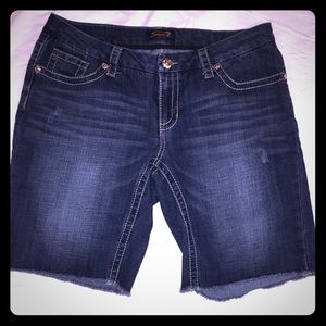 Seven7 women's cut-off denim shorts size 16